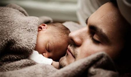 Картинки по запросу В Финляндии мужчина  родил малыша