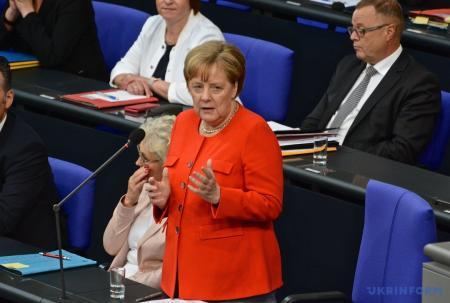 Меркель не видит оснований для возвращения РФ в G8
