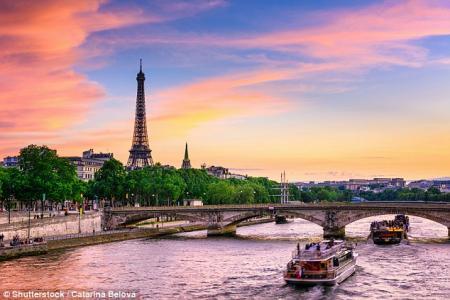 Париж, Санторини и Венеция возглавили рейтинг самых романтических мест мира