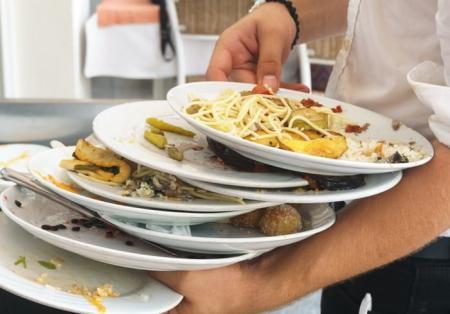 Наказание за жадность: ресторан в Чехии ввел штрафы для клиентов