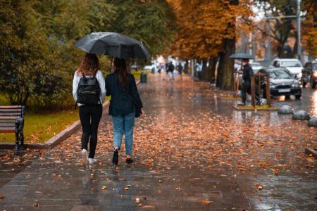 Синоптик рассказала, в каких регионах Украины пройдут дожди и мокрый снег