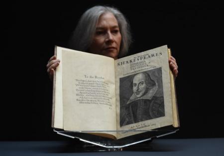 На аукционе в США продали первый сборник Шекспира почти за $10 миллионов