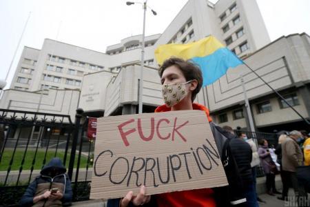 Опасные иллюзии: конституционный кризис как старт самоочищения украинского государства