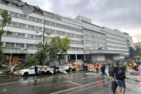 В Москве ливень затопил дороги, частично остановил метро и трамваи