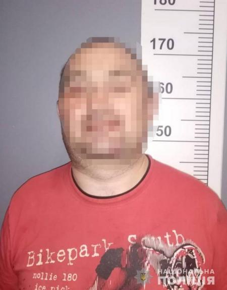 В Киеве пьяный мужчина ударил 17-летнего ножом в живот и пытался скрыться