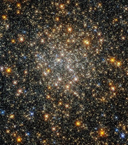 Hubble показав яскраве кулясте скупчення у сузір'ї Змієносець