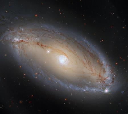 Hubble показав «галактичне око» у сузір'ї Терези