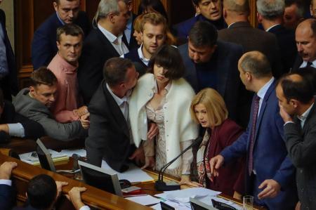 Трудности реинтеграции: страсти по Донбассу в украинском парламенте. Обзор мнений