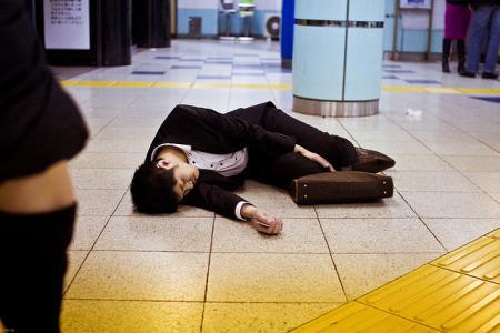Как японские трудоголики умирают на работе