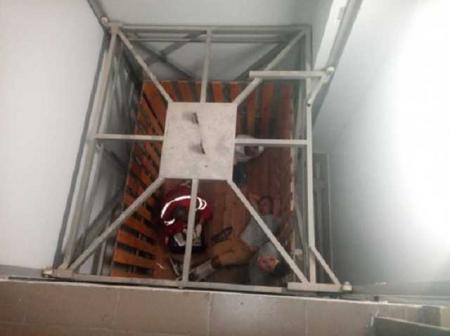 В Кировоградской области в торговом центре упал лифт с людьми