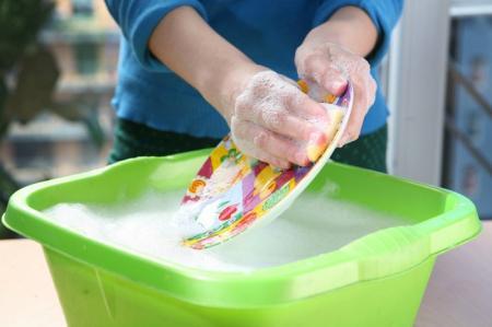 Поражение печени и легких: чем опасны моющие средства для посуды