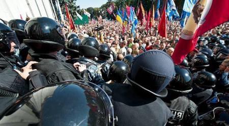 Первый варварский штурм: разбитые булыжниками правительственные окна – самый эффективный вид коммуникации с властью