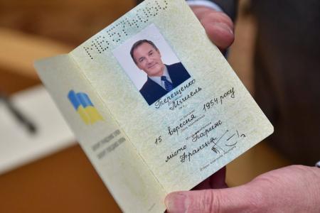 5138411-poroshenko-vruchil-pasport-grazhdanina_19.02.18