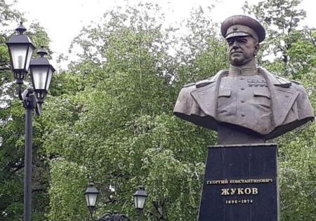 Григоренко vs Жуков: суд в третий раз отменил переименование проспекта в Харькове