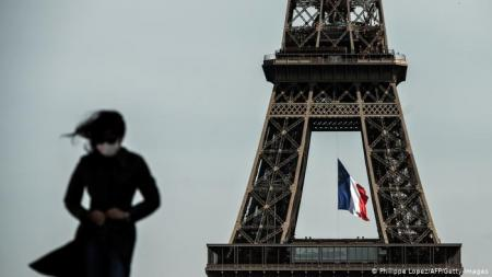 Европа закручивает карантинные «гайки»: люди протестуют