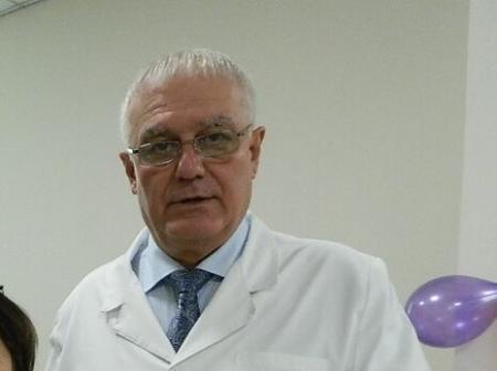 Директор Института гастроэнтерологии подписывает документы, используя выдуманную должность – президент Европейского клуба панкреатологов