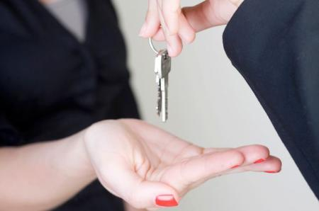 Осторожно, мошенники: как правильно проверять документы при аренде квартиры