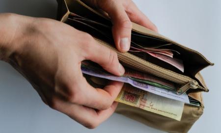 Большинство украинцев недовольны своей зарплатой