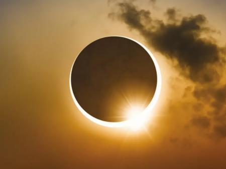 Жители Земли 10 июня смогут наблюдать необычное астрономическое явление - кольцевое солнечное затмение