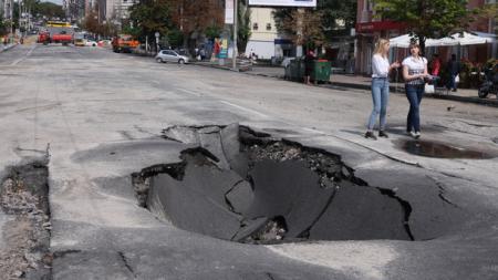 Огромные ямы на дорогах мешают туристам попасть в Чигирин