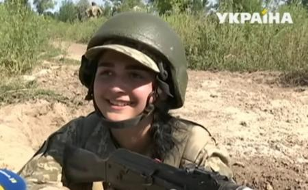 Первые украинские девушки-танкистки прошли курс молодого бойца