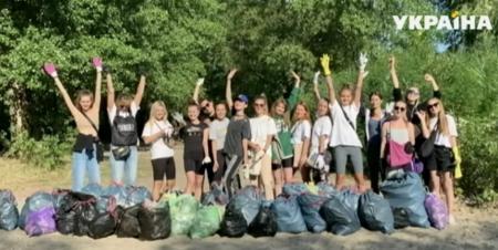 Украинцы за мусор получают подарки и баллы