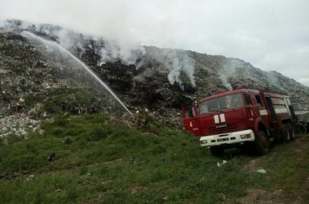 Мощный пожар охватил свалку в Полтавской области