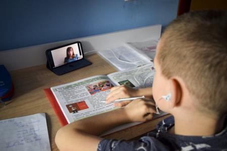 Посилення карантину: тільки третина шкіл не повернуться на дистанційне навчання