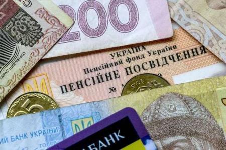 Пенсії через банк: кому після 1 вересня принесуть гроші додому, а кому ні
