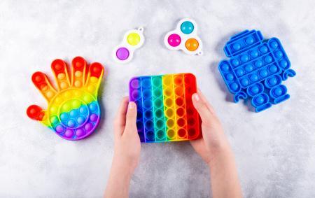 «Ранок з Україною»: фахівець розповіла, чи безпечні для дітей трендові іграшки та як ними користуватись