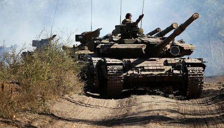 Россия заменяет старые танки на Донбассе - разведка