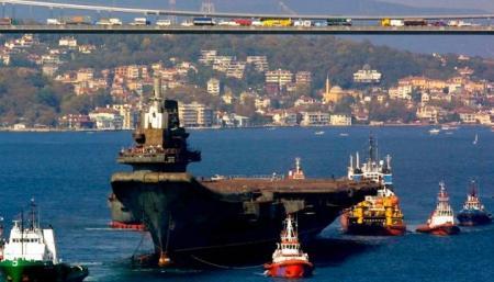 Через Босфор ежедневно проходит более сотни кораблей