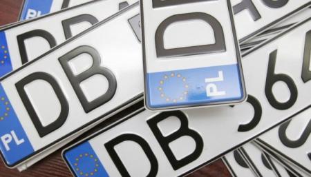 В Польше подняли стоимость переоформления авто для