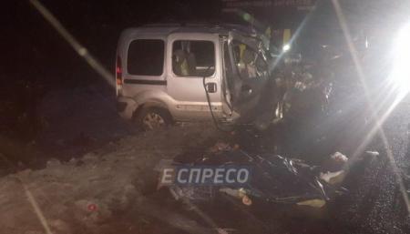 Под Киевом столкнулись два автомобиля