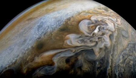 NASA показало новый снимок облаков Юпитера