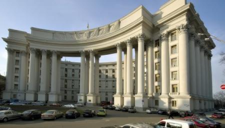 Украине нужны законы о коренных народах и статусе крымских татар - МИД