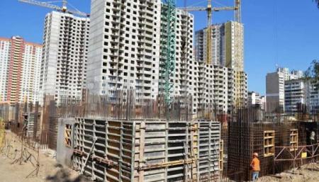 Власти Киева призывают «не вестись» на покупку квартир скандального застройщика на Осокорках