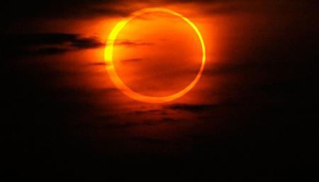 От «клубничного» суперлуния до звездопадов: самые яркие астрономические явления-2021