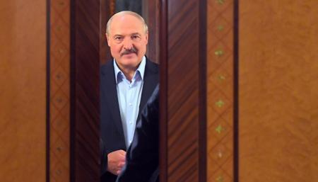 Лукашенко ненадолго хватит российского кредита - СМИ