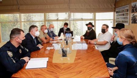 Аваков призвал паломников-хасидов уважать украинский закон
