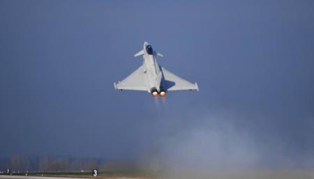 Авиация и флот Британии усиленно патрулируют российские границы