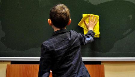Кличко просит правительство разрешить младшим классам ходить в школу