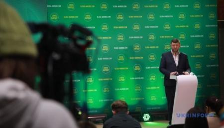 Опрос Президента: «слуги» хотят начать с воплощения идеи о «300 депутатах»