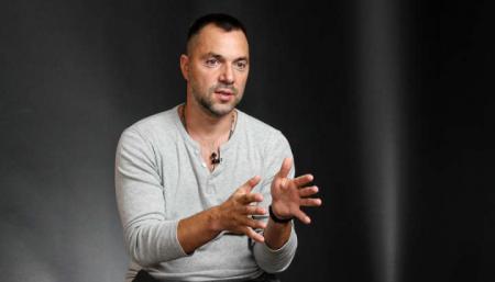 Арестович сказав, чи будуть карати жителів ОРДЛО і Криму за участь у виборах в РФ