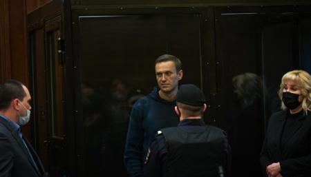 Навальному присудили премию Немцова за смелость