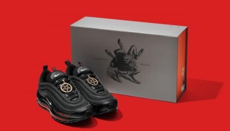 Производитель «сатанинских» кроссовок Nike согласился отозвать их из продажи