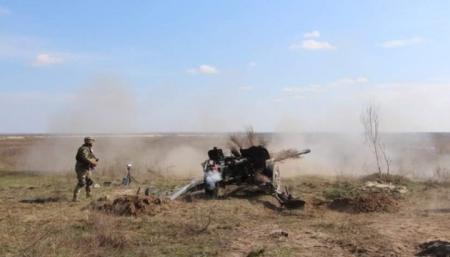 Украинские военные испытывают чешские боеприпасы к пушке «Рапира»