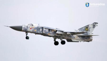Украинский военным передали отремонтированный бомбардировщик Су-24