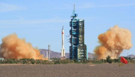Китайский корабль с астронавтами состыковался с космической станцией «Тяньхэ»