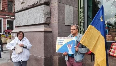 В Петербурге задержали активистов, устроивших акцию в честь Дня Независимости Украины